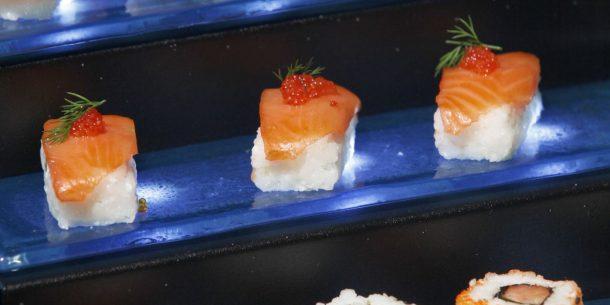 Suschi Small Buffet Display Steps
